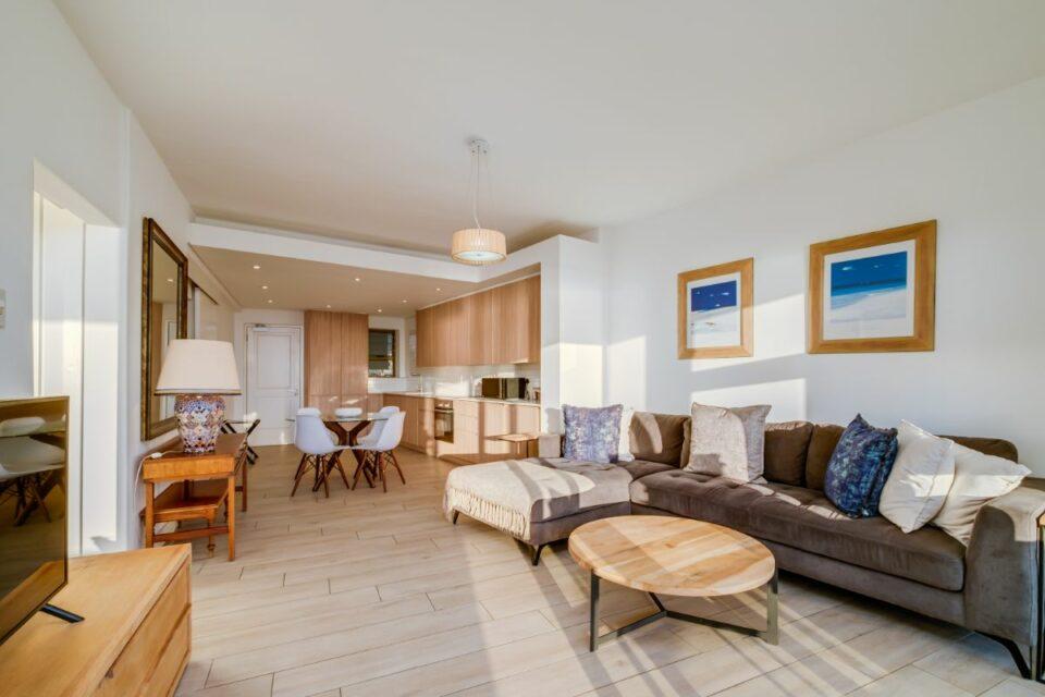 Sundowner Views - Living Room