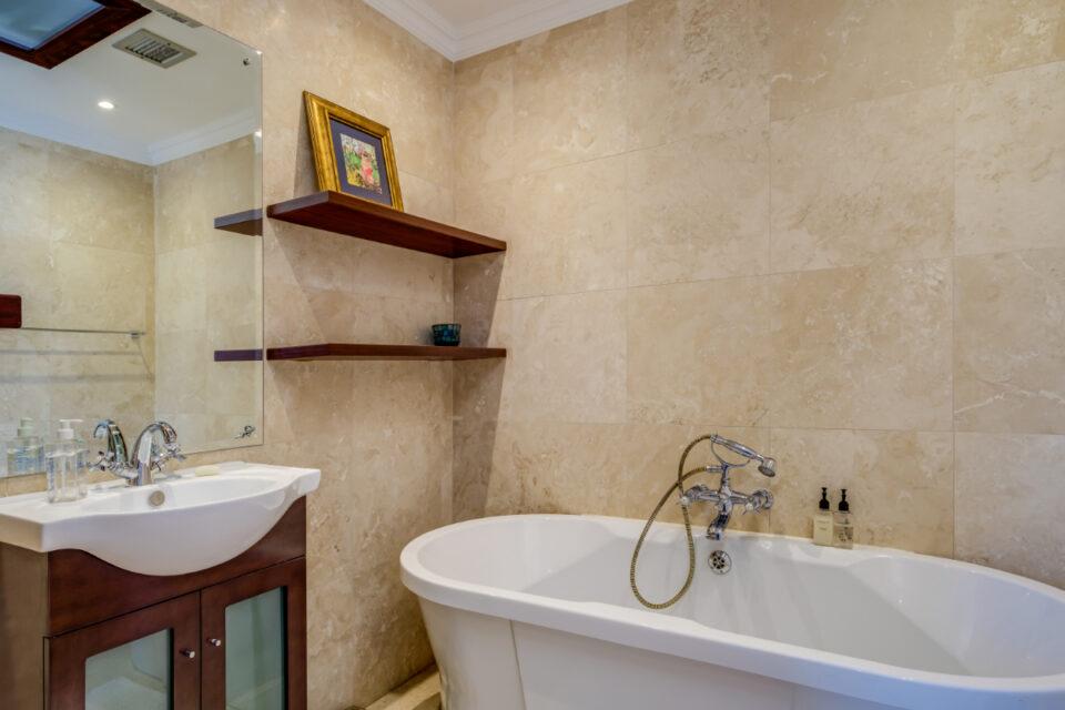 209 DWP - Master bathroom