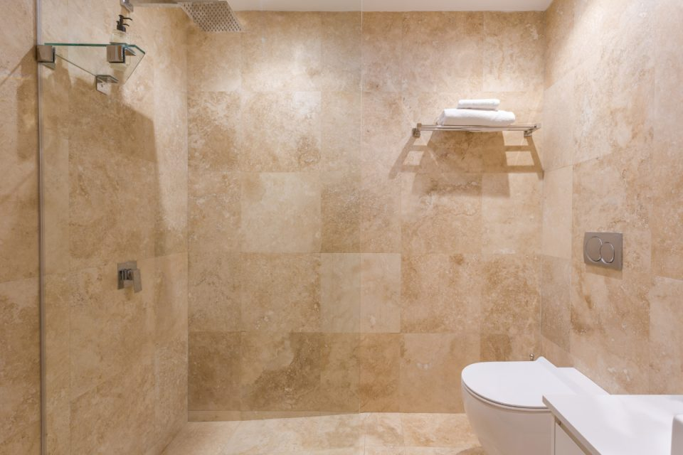 210 DWP - Shared bathroom