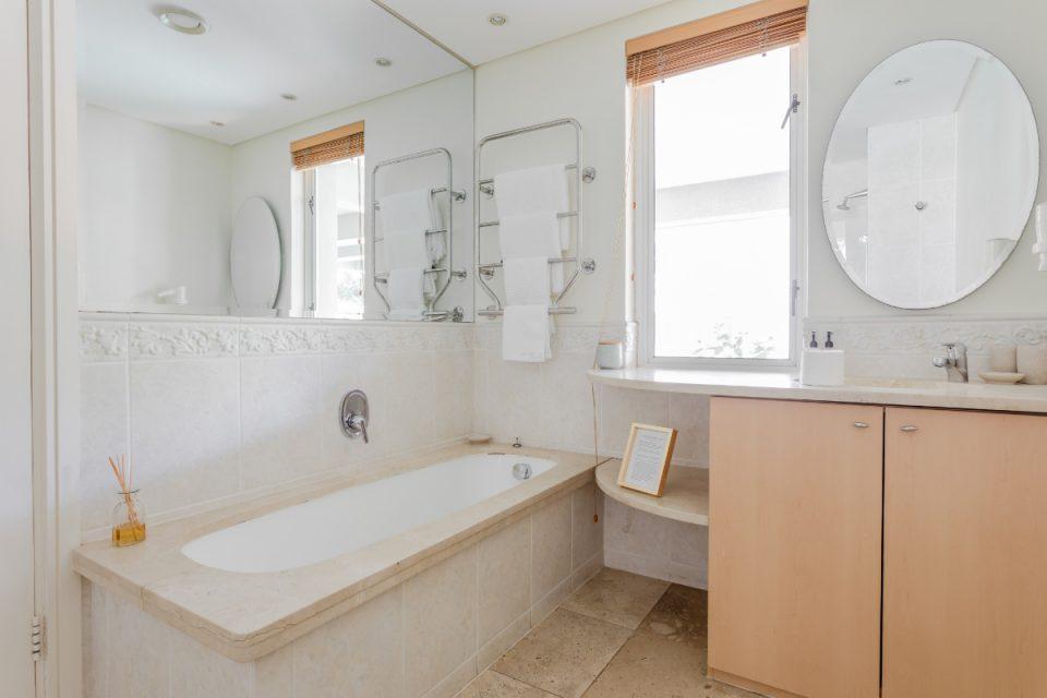 Altmore 001 - Bathroom with bath