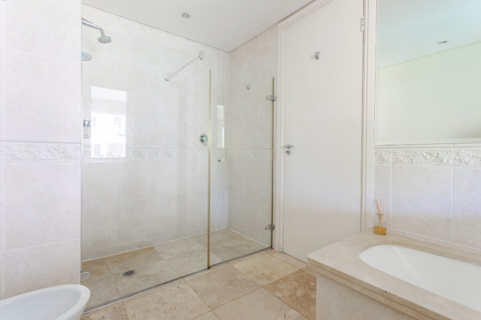 Altmore 001 - Bathroom with shower