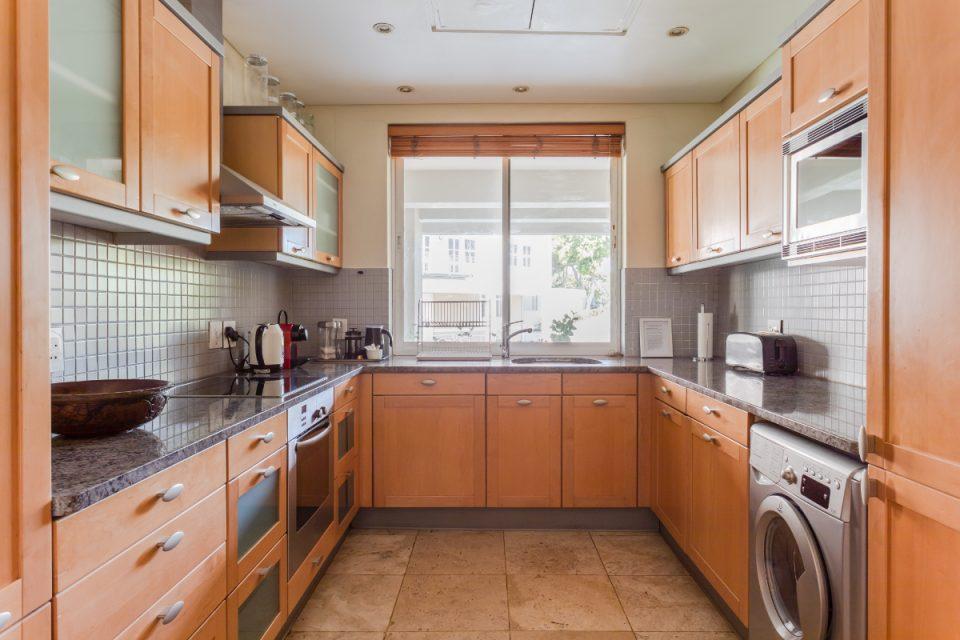 Altmore 001 - Kitchen