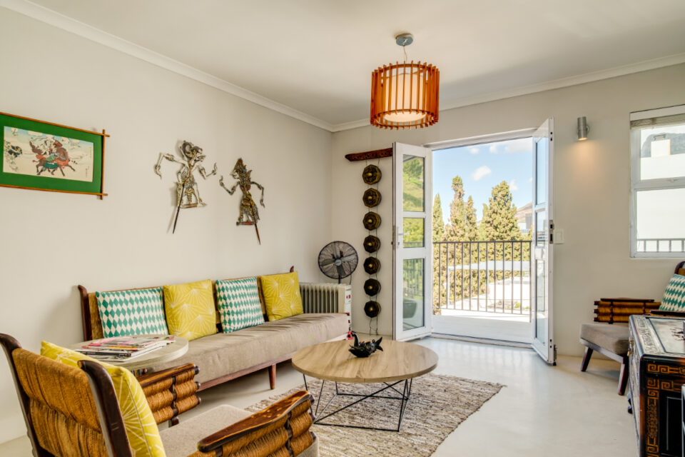 Eastern Views - Living room with balcony