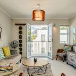 Eastern Views - Lounge