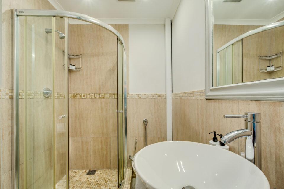 Eastern Views - Master bathroom