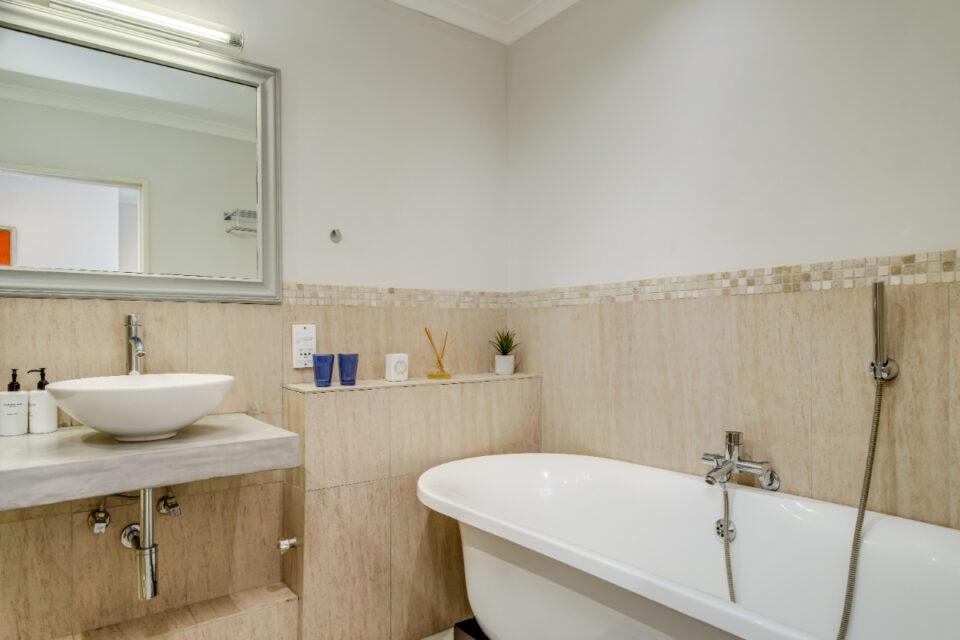 Eastern Views - Second bathroom