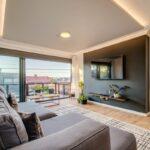 House of M - TV Lounge & Balcony