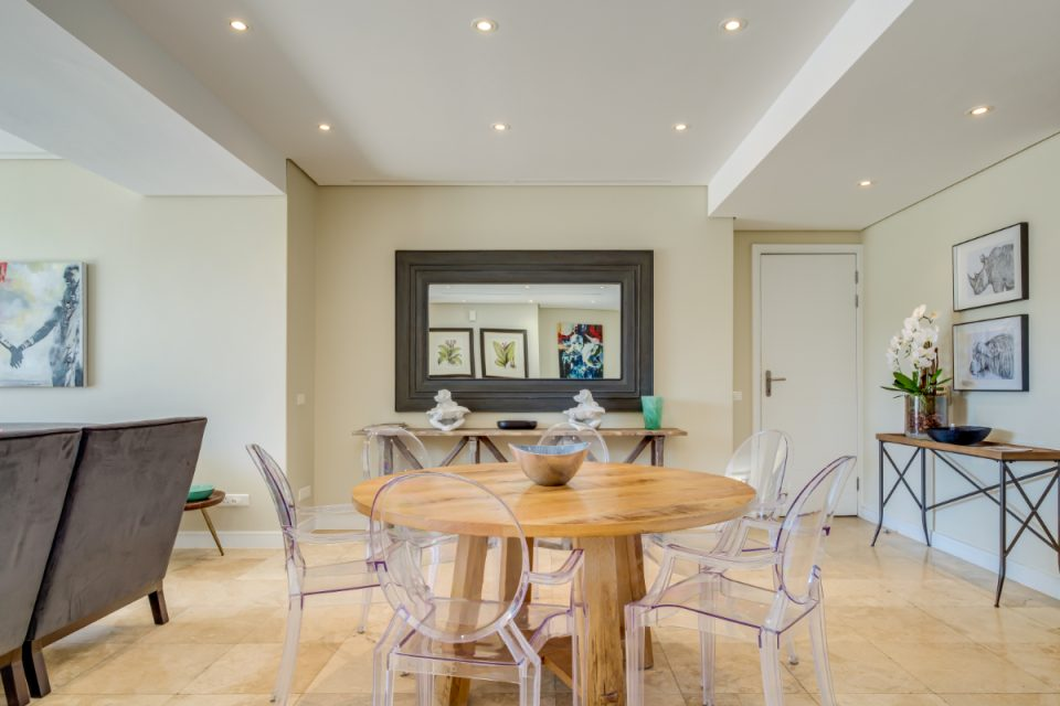 Juliette 308 - Dining table