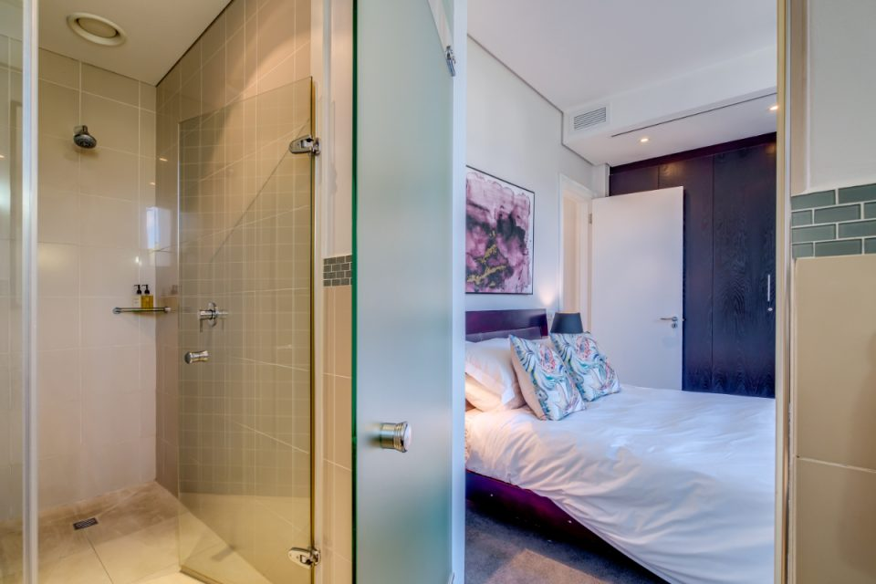 Juliette 606 - En-suite bathroom