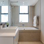 202 Warwick - Bathroom with bath