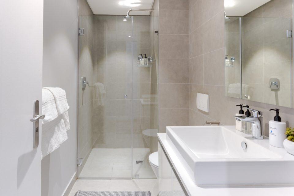 202 Warwick - Bathroom with shower