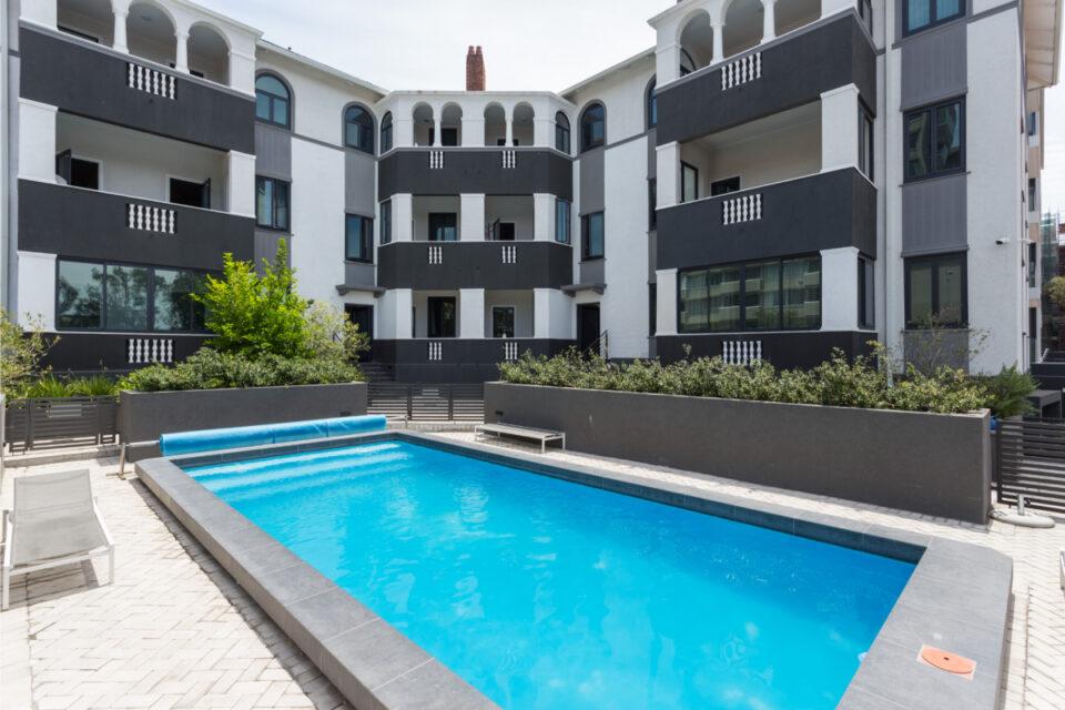 202 Warwick - Communal swimming pool