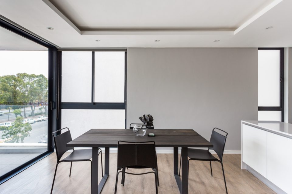 202 Warwick - Dining table