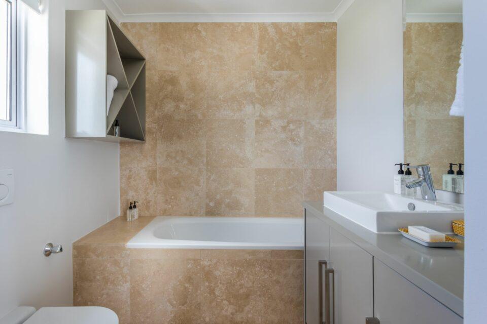 207 DWP - Master En-suite Bath