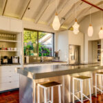 Amory - Kitchen with Breakfast Bar