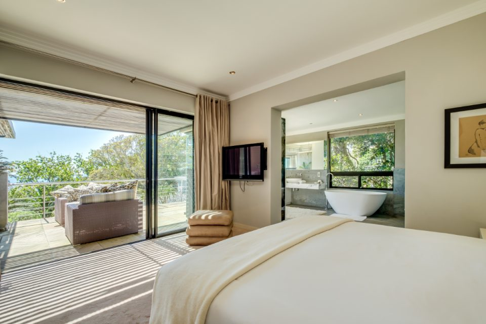Bayon House - Main bedroom balcony access