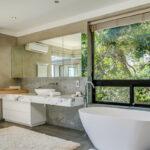 Bayon House - Master bathroom