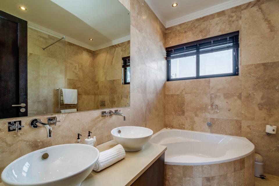 Bayon House - Second bathroom